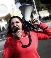 С плакатами и электрошокерами – против сексизма